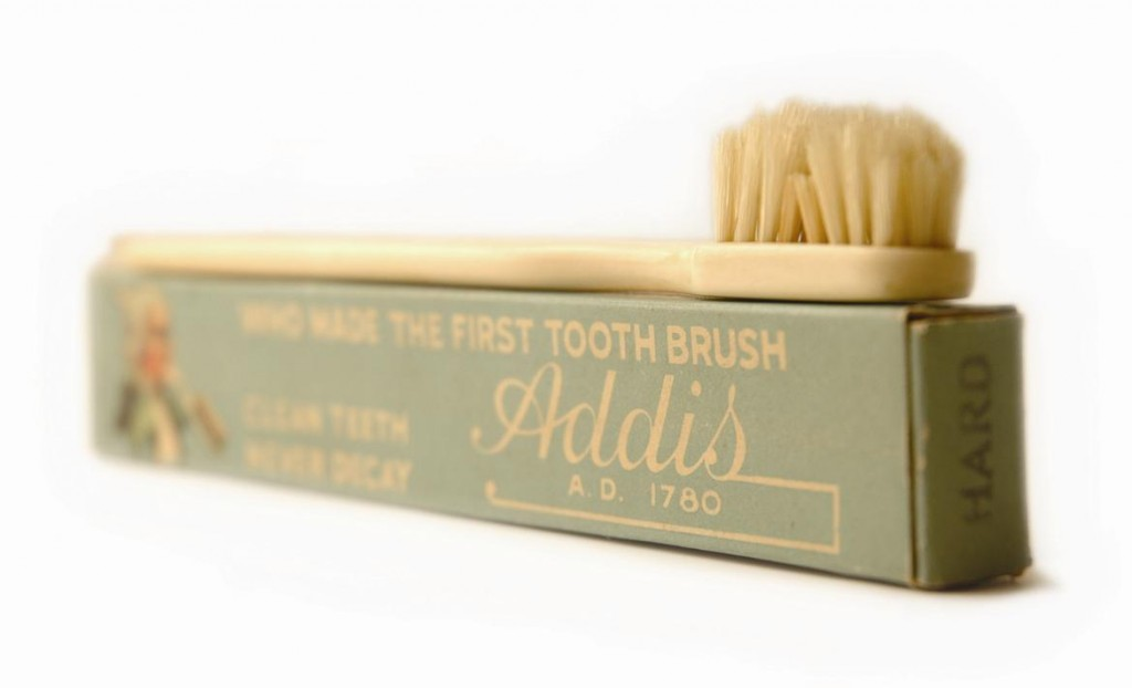 cepillo de dientes inventado en 1780