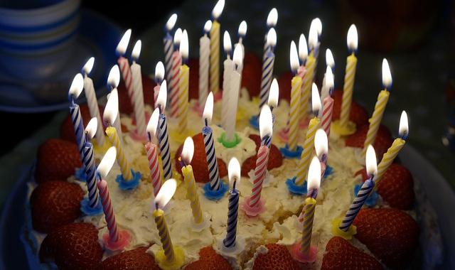 supersticiones buena suerte soplar velas tarta cumpleaños