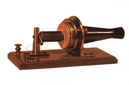 modelo del primer teléfono de la historia