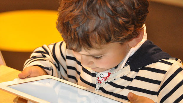 Efectos del uso de tablets y móviles en niños