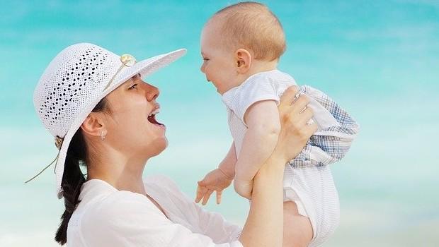 Bebés en la playa: 5 consejos para disfrutar del verano con nuestros hijos